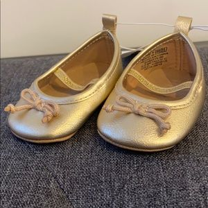NWT old navy 0-3month gold baby shoe